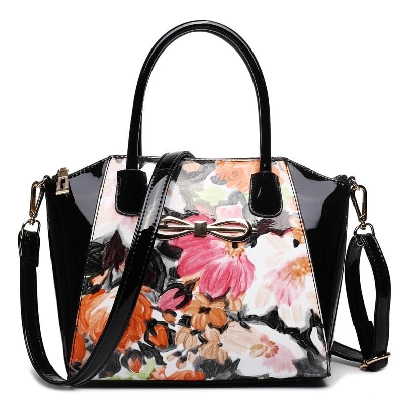 Lulu Bags (Anglie) Moderní černá lakovaná kabelka s květy Miss Lulu